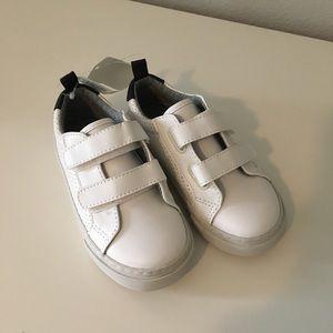 Gap boys Velcro sneakers 8